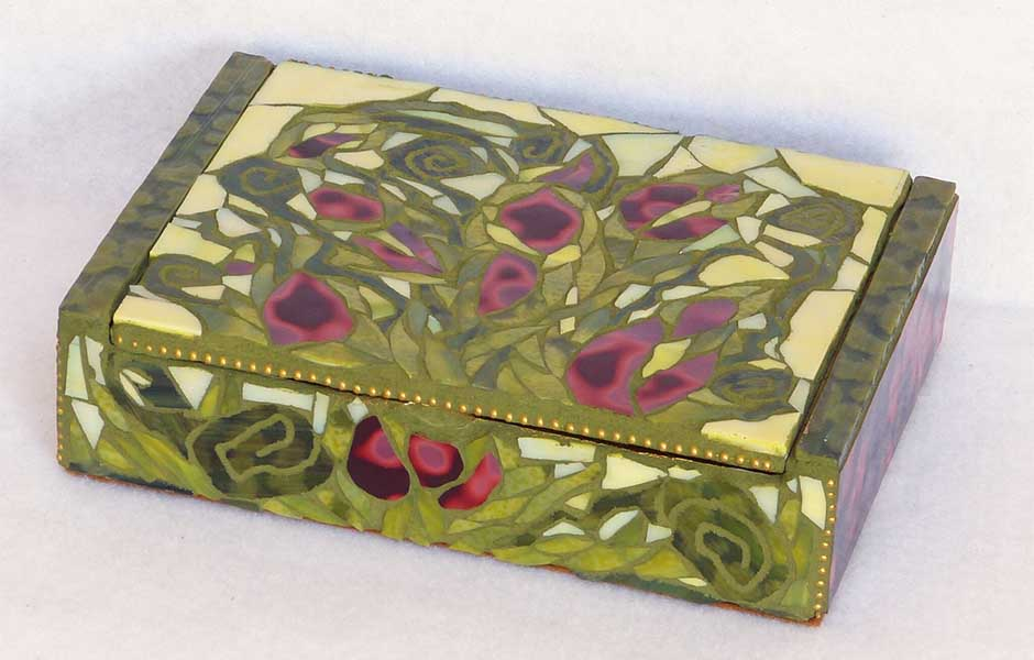 red and green mosaic cigar box image